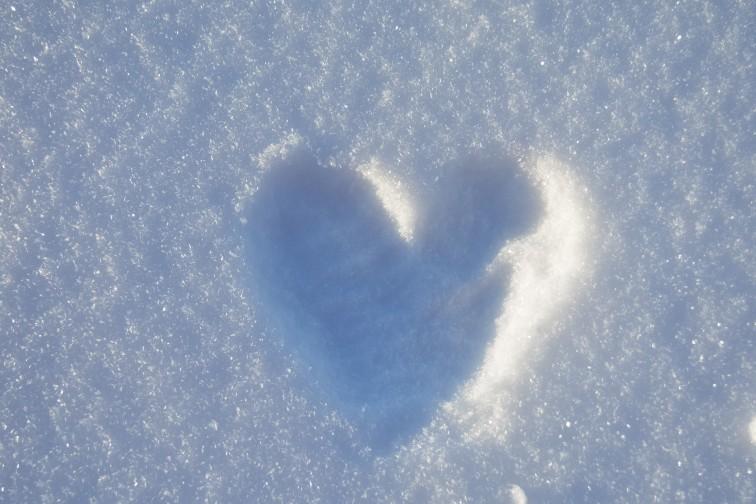 hjerte i snøen foto Petrus og Petrine