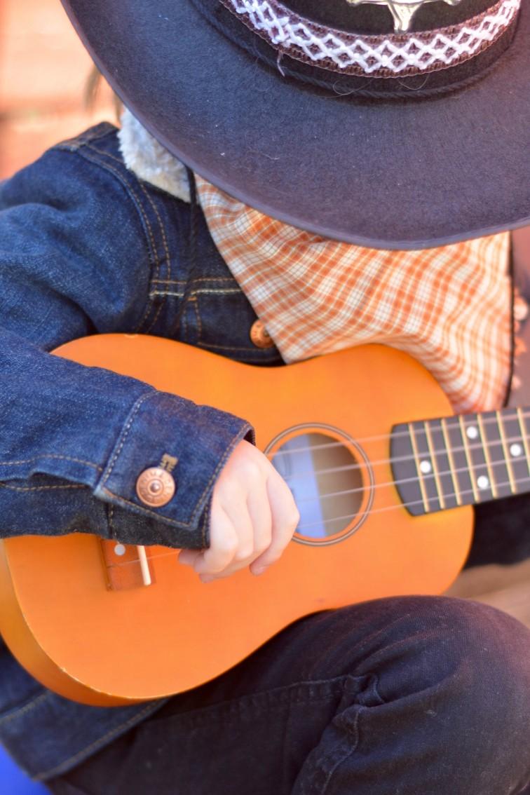 musikk og sang cowboygutt