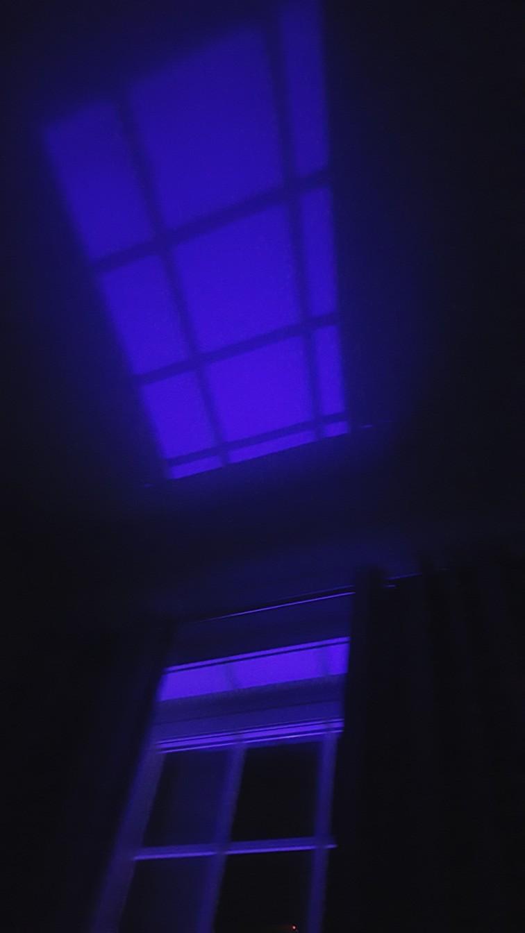 Lys utenfra og inn på natten