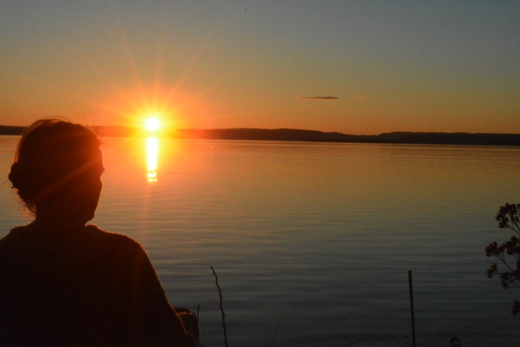 DAme i solnedgang