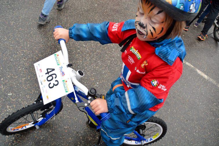 Femåring kalr for sykkelritt