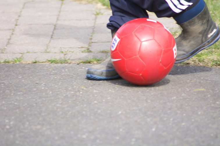 fotballsparking i vinterstøvler