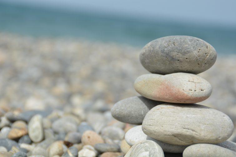 Sten på sten på stranden i helas
