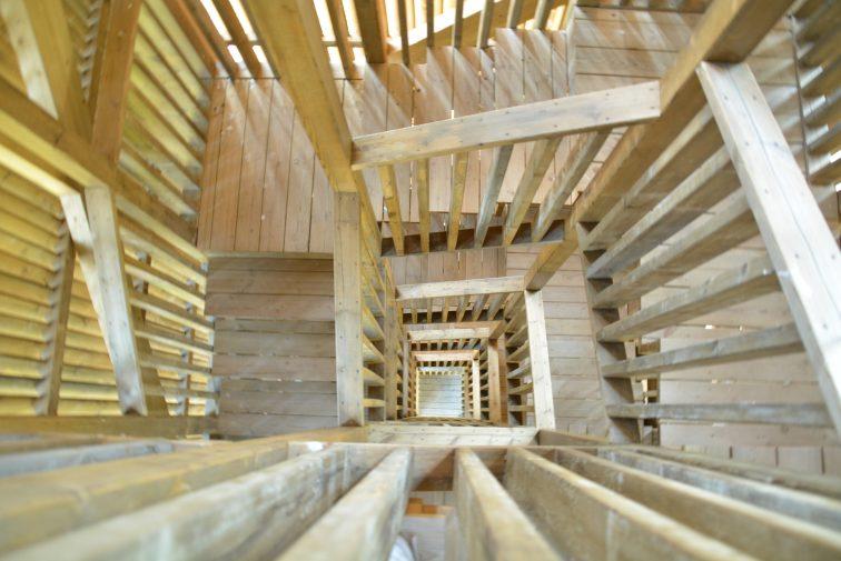 trapper i utstiktstårnet