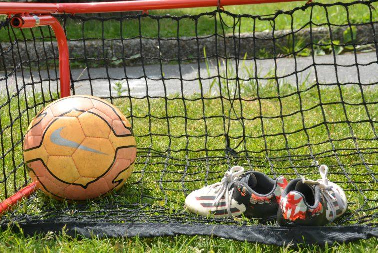 Fotballsko, fotball og fotballmål