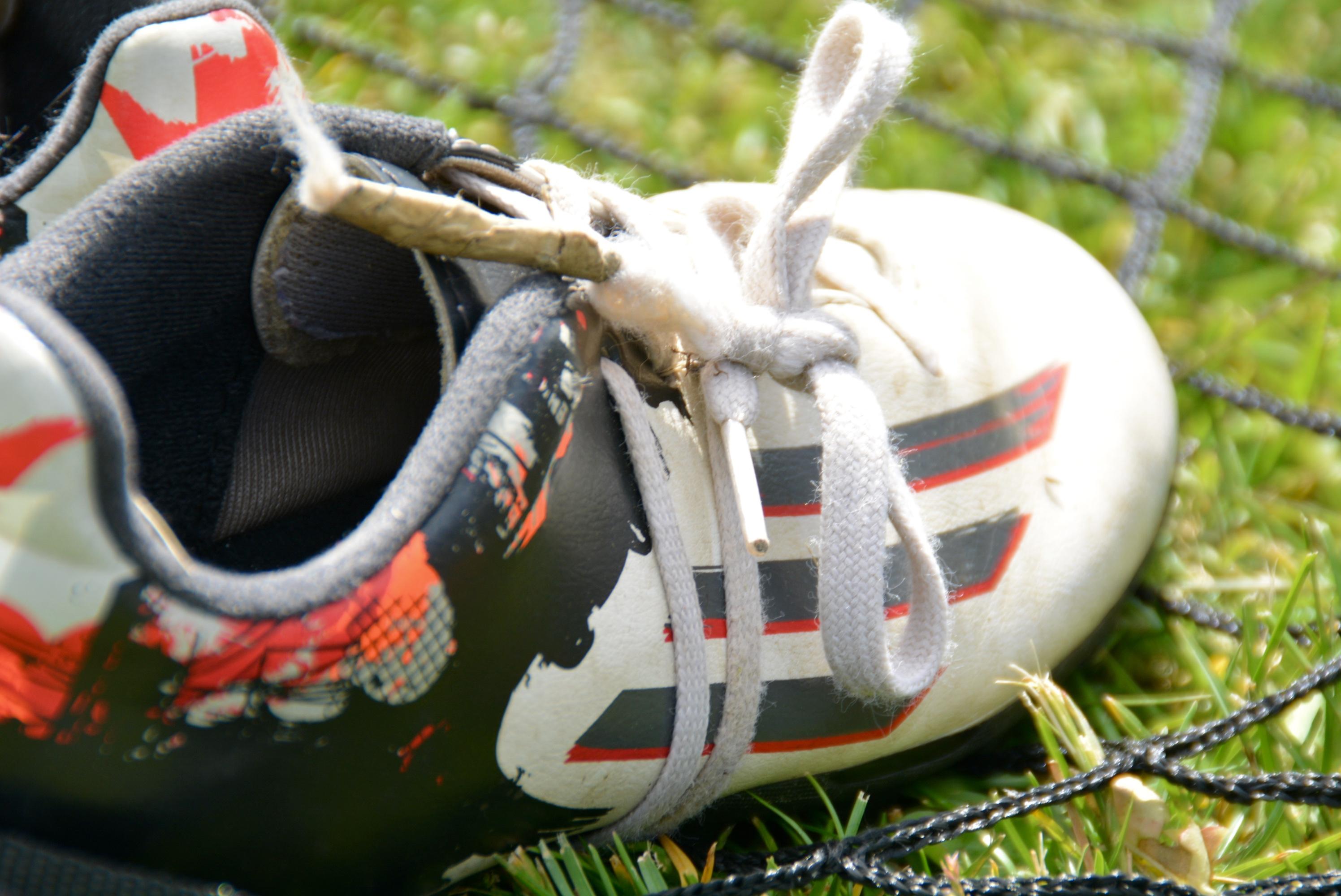 fotballsko med knyting rundt skoen