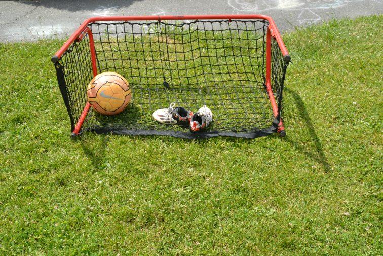 Fotballmål, fotball og fotballsko