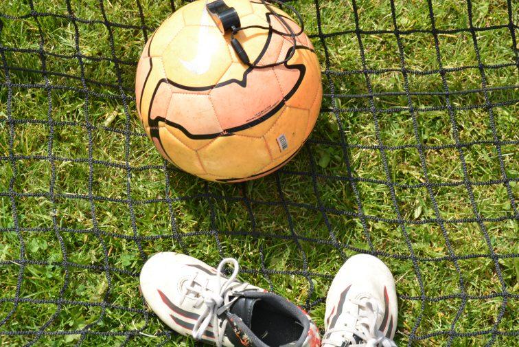 fotballsko, fotball og dommerfløyte