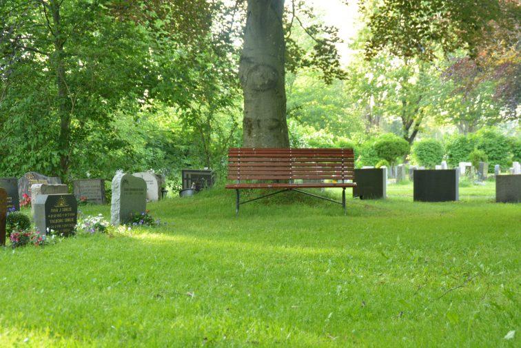 jeløy kirkegård Hagebenk