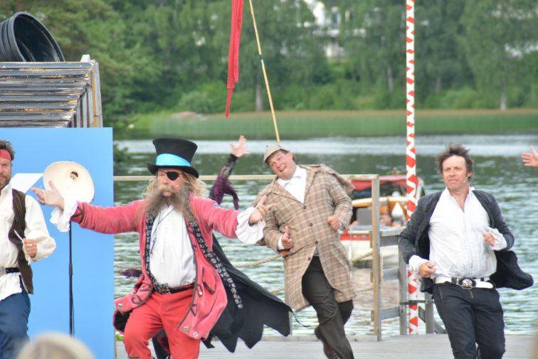 Dansing på scenen Kaptein Rødskjegg Moss 2016