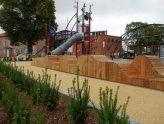 Vi har fått verdens fineste lekeplass i byen vår.... og foreldre sutrer!!!!!
