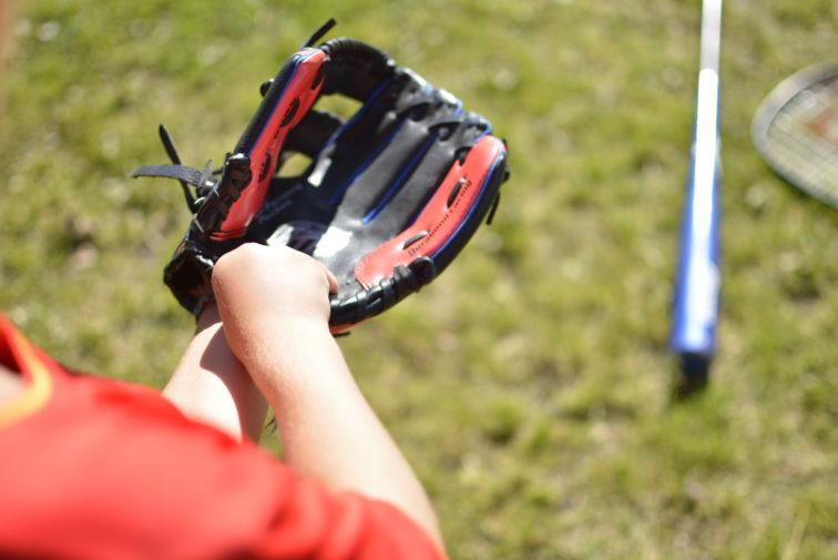 Baseball lek med ball Foto: Petrus og petrine