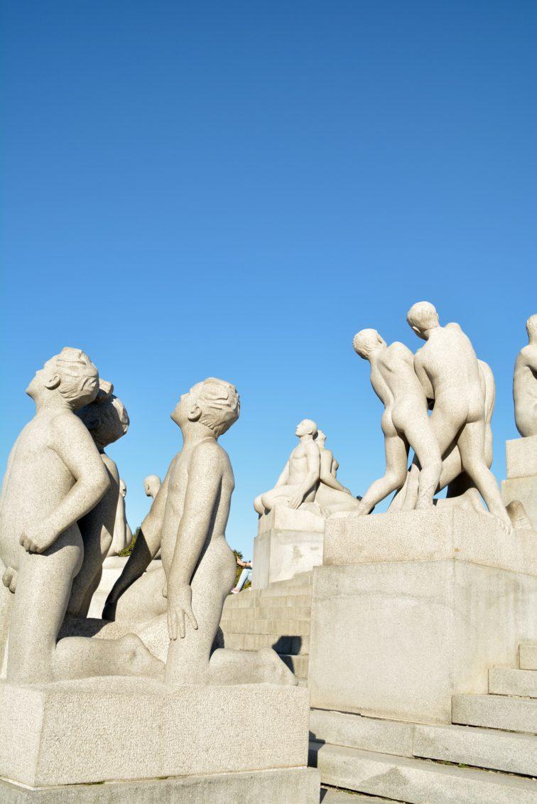 Statuer i Vigelandsanlegget Frognerparken Petrus og petrine