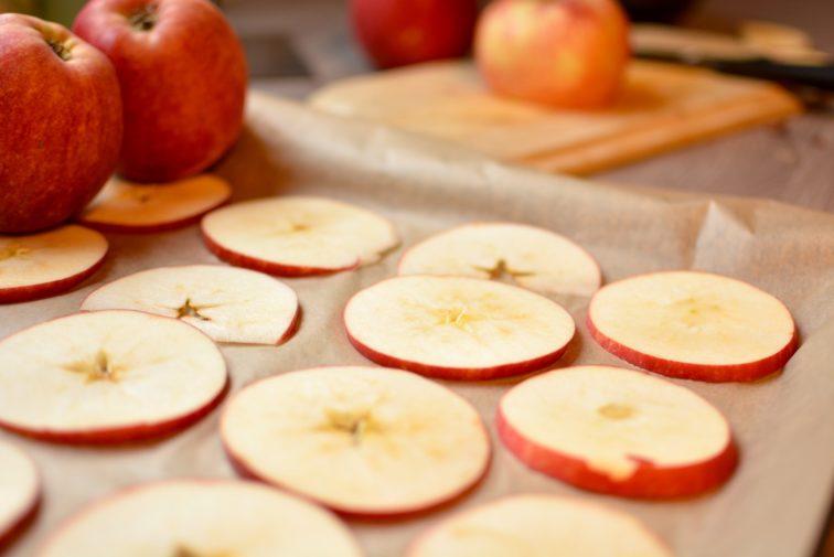 oppskjærte epler til tørking