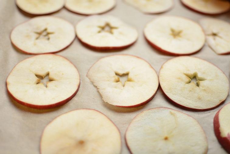 oppskjærte epler til tørking Petrus og Petrine