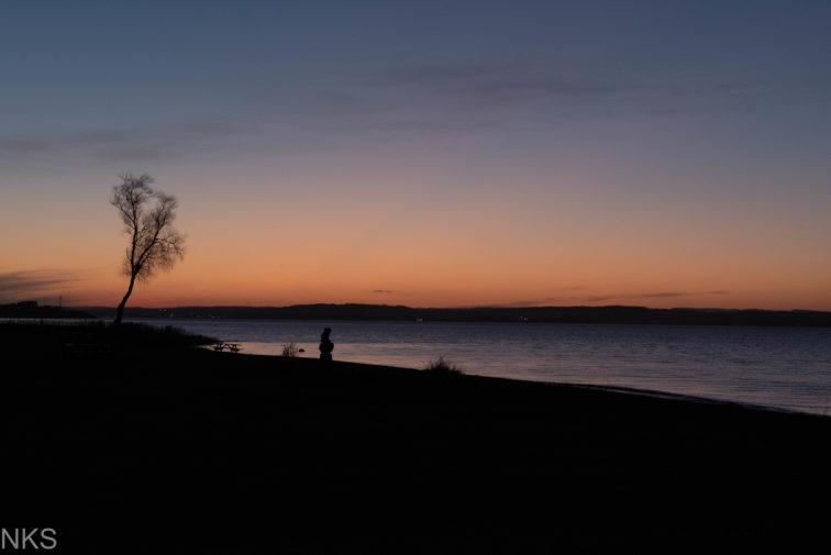 Strand i solnedgang